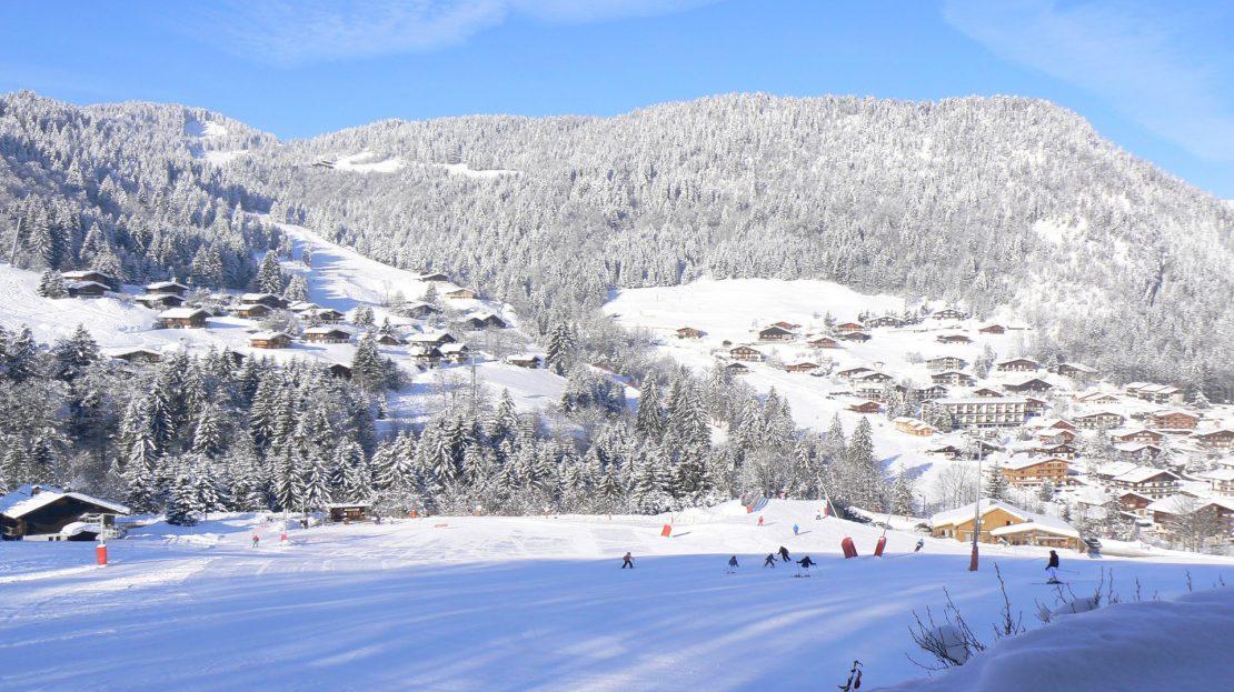 La Clusaz Locations - Chalet le Bouton d'Or - Vue panoramique pistes et village - rdc