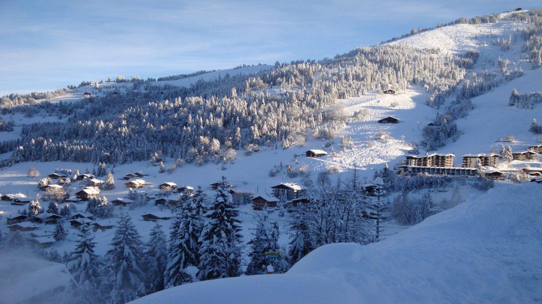 La Clusaz Locations - Chalet l'Ecaille d'Argent - Chalet Fleurs des Alpes - Départ ski