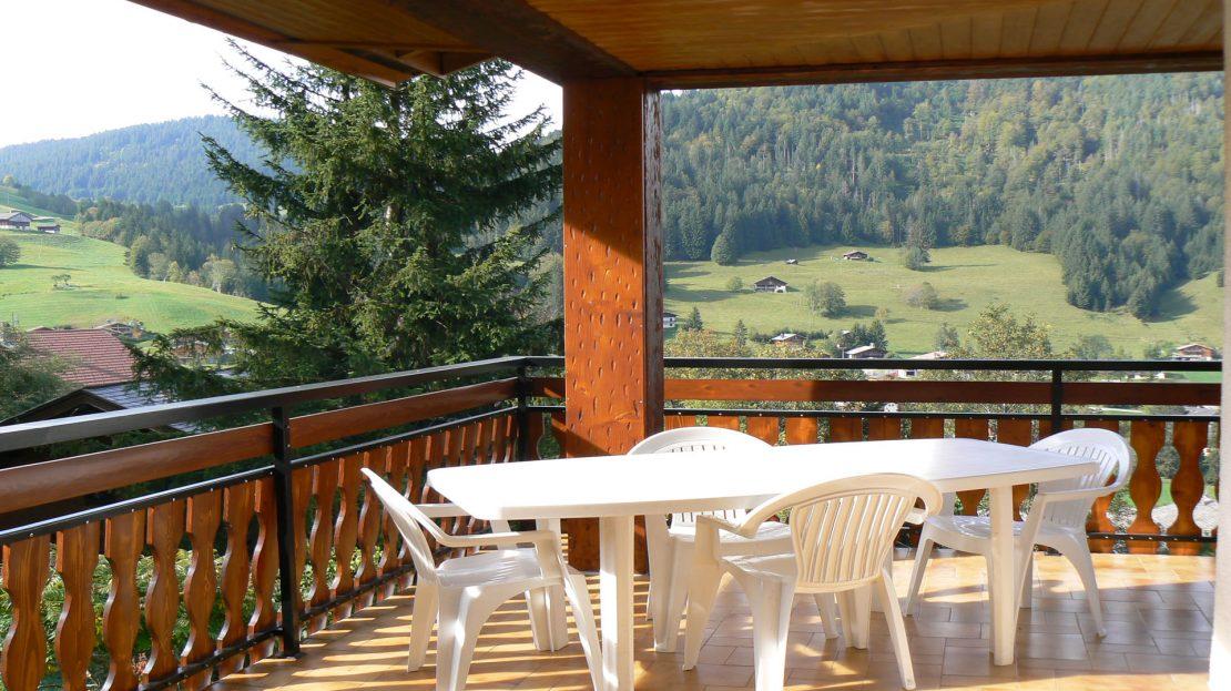 La Clusaz Locations - Chalet Fleurs des Alpes - Terrasse abritée