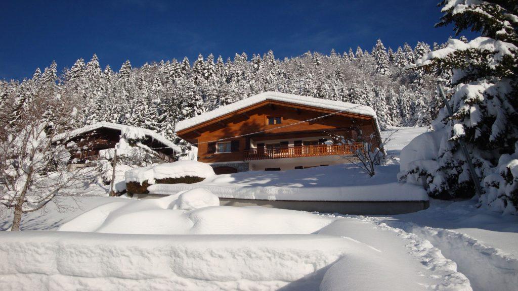 La-Clusaz-Locations-Chalet-Fleurs-Alpes-Hiver1-1024x576